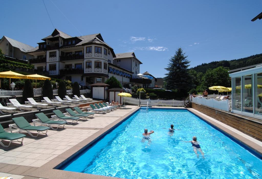 Udendørs swimming pool omkring Scwarzwald