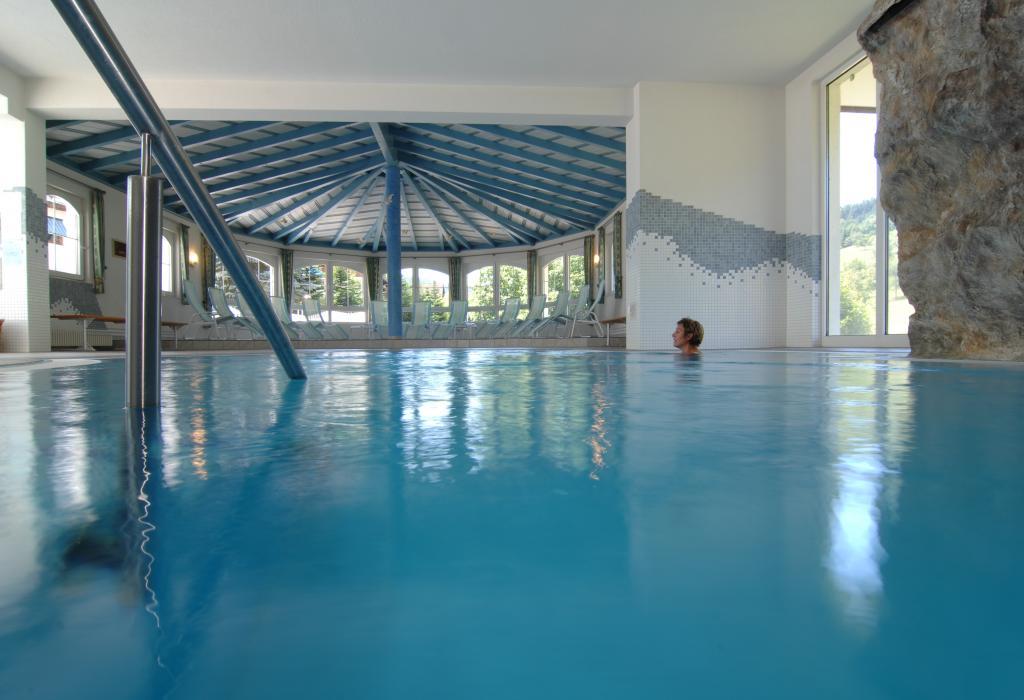 Indendørs swimming pool på hotellet